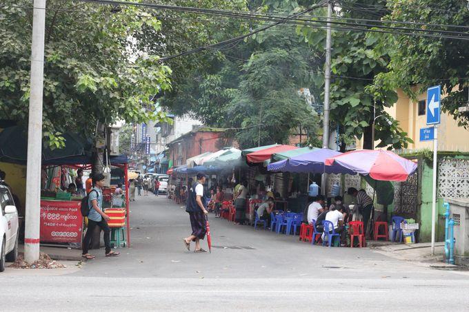 シュエダゴン・パゴダはヤンゴン最大の観光スポット