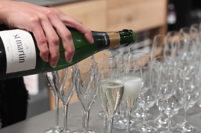 ワインの製造過程を見学