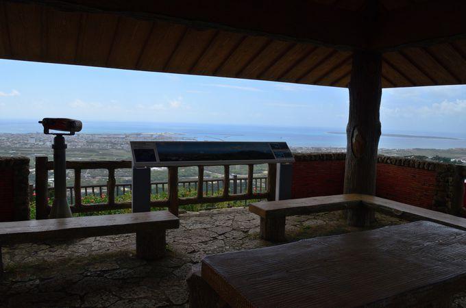 アクセスも良いエメラルドの海を見る展望台