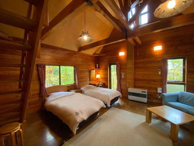 森林の中のコテージでゆったり過ごす宿「なべくら高原・森の家」