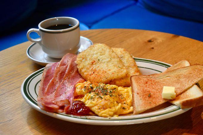 朝食は「SHE SIDE, DINER」で