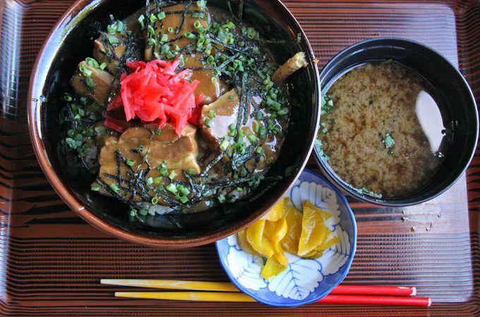 「ラフテー丼」ならカフェてぇーどぅん・しだめー館