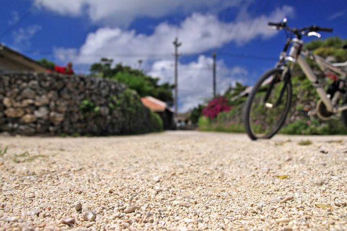 竹富島でしか体験できない(?!)不思議な真っ白い道