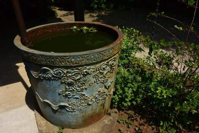 世田谷区の地域・風景資産に指定される天水桶のある寺 源正寺