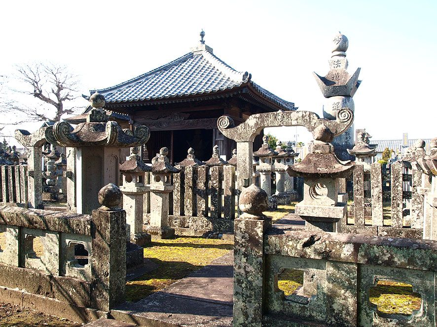 歴代の大村藩主を弔った菩提寺として有名な日蓮宗の古刹「本教寺」