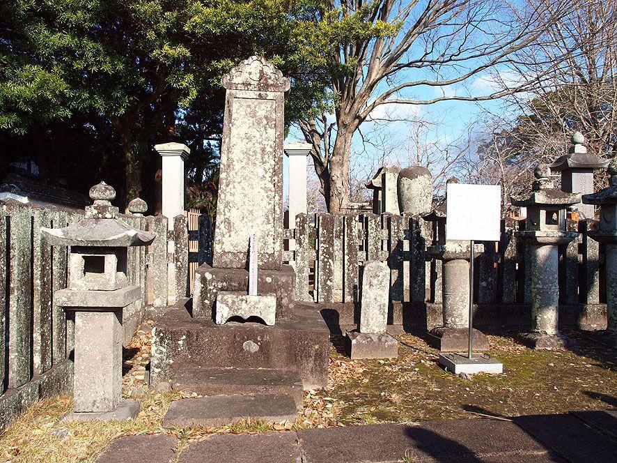 犬好きの方必見! 長崎県大村市に残る特定の動物を弔った世界最古の墓碑をご存知ですか。