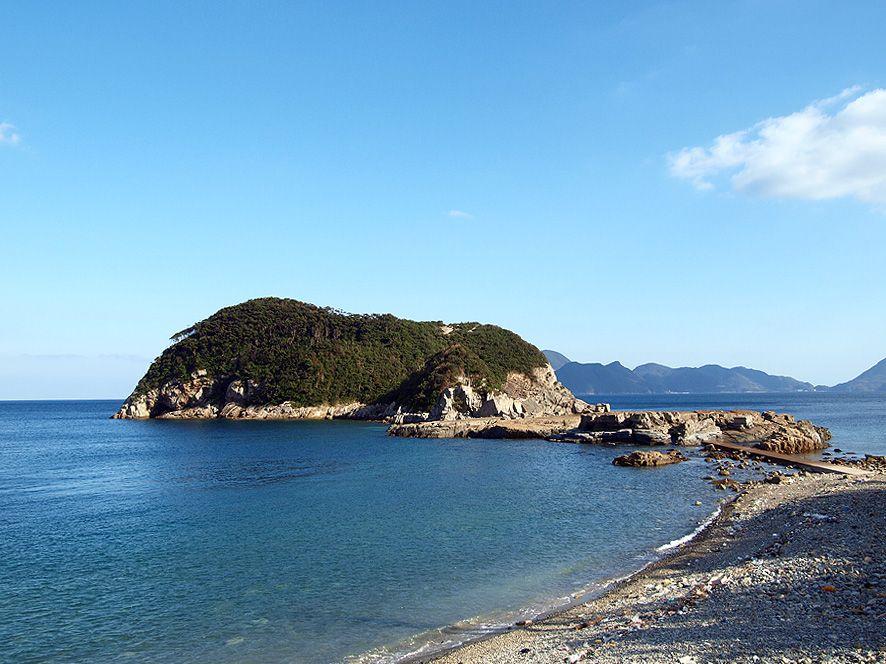 「奈留島」は「福江島」や「若松島」、そして「福岡港」からも訪れることができる好アクセスも魅力の一つ