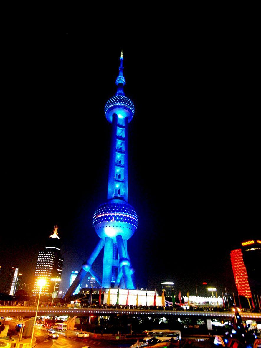 躍進する現代中国を象徴する「浦東新区」の高層ビル群も見逃せない