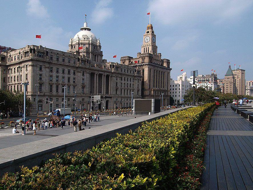 """岸辺の外国人居留地""""The Bund""""。東洋のパリと言われた優美な建物巡りは外せない"""