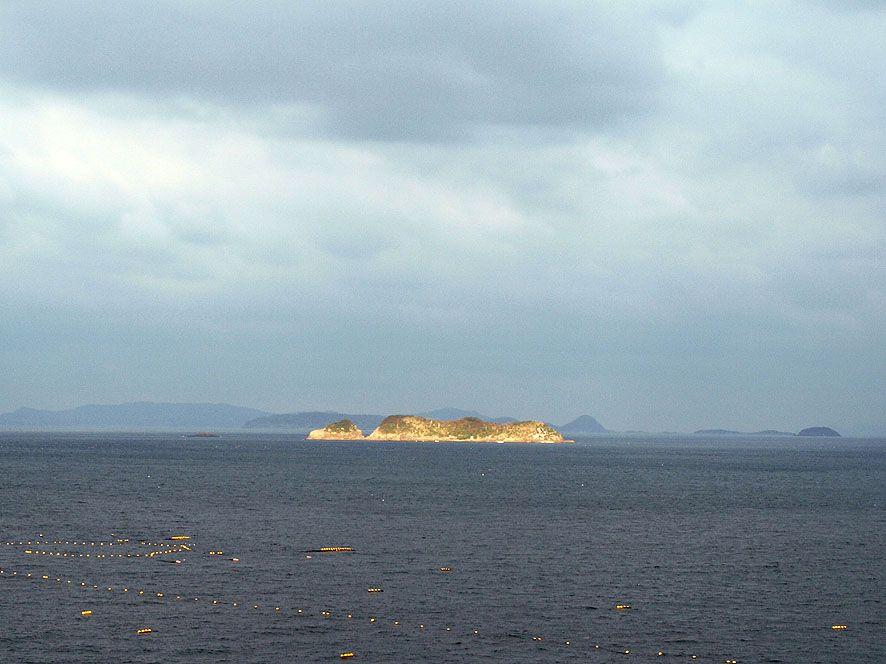 """カクレキリシタンの方々が""""天国の門""""と見なす聖地「中江ノ島」"""