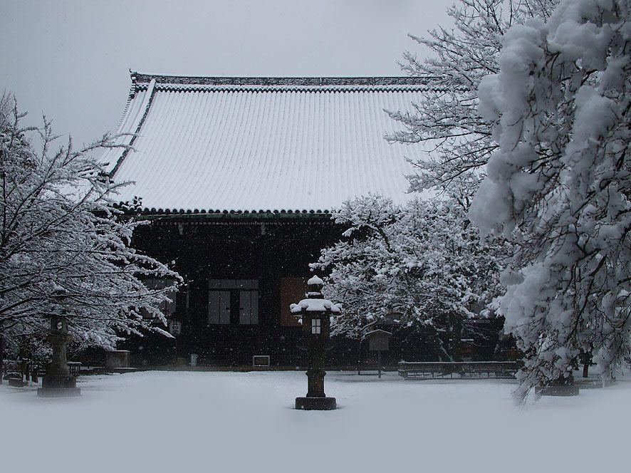紅葉の名所として有名な「真如堂」。実は雪景色も素晴らしい