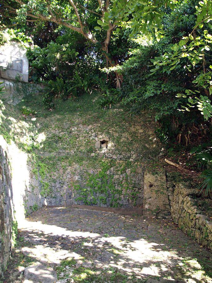 水道がひかれる以前、共同井戸として利用されていた「金城大樋川」