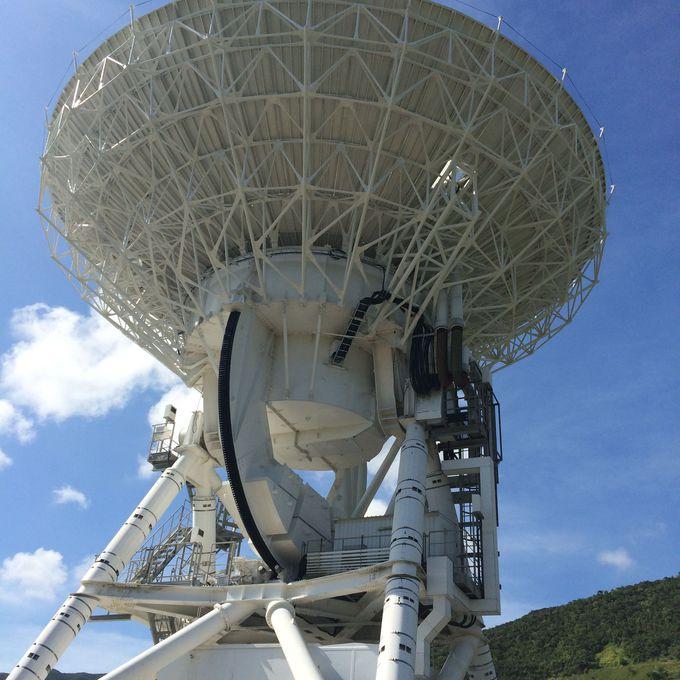 口径20mを誇る巨大電波望遠鏡の姿は圧巻!