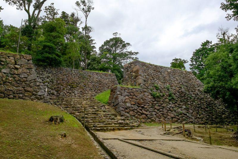 城内最大の技巧派石垣、水ノ手門跡は必見