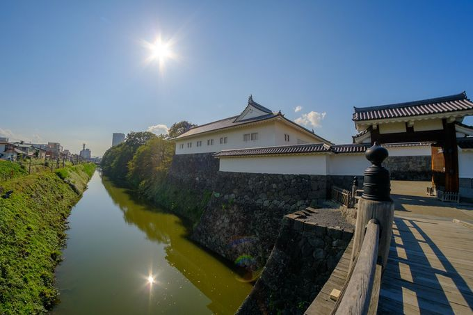お城を囲む二の丸堀は義光公の時代から400年以上も現存