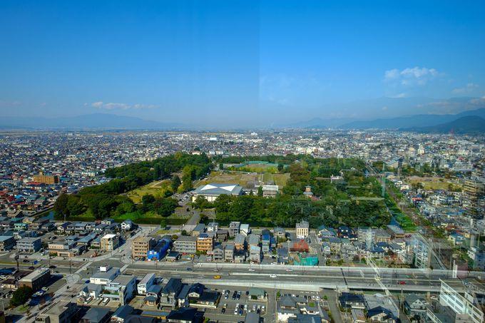 駅から直結!24階建の高層ビル「霞城セントラル」の展望台から山形城を見よう