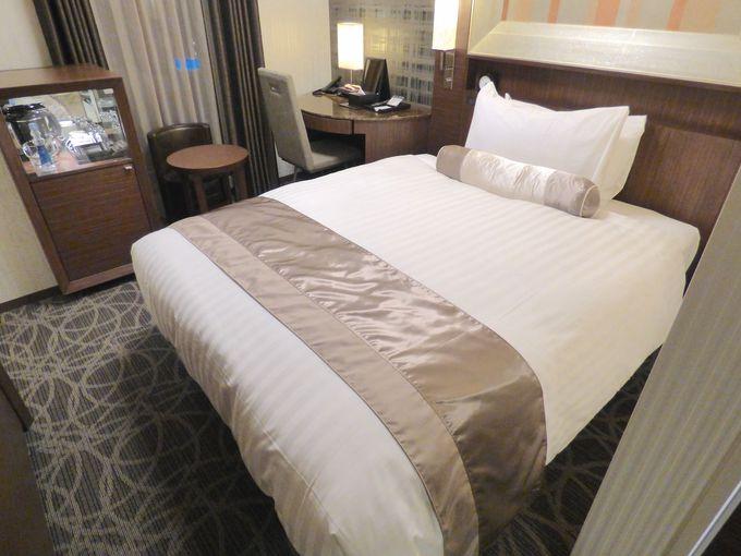 ホテルの部屋は最新の設備とデザインが気分を盛り上げてくれる