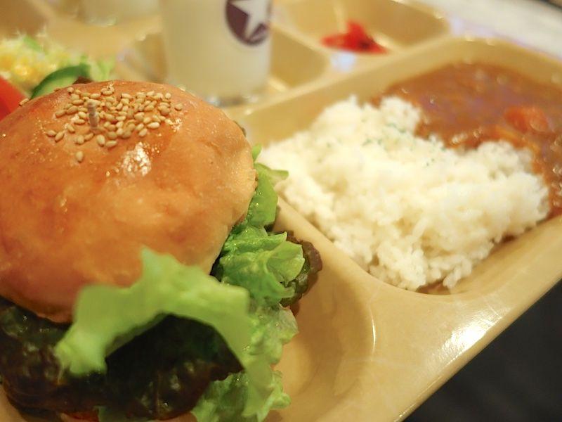 ドブ板通りを散歩して横須賀名物を食べる