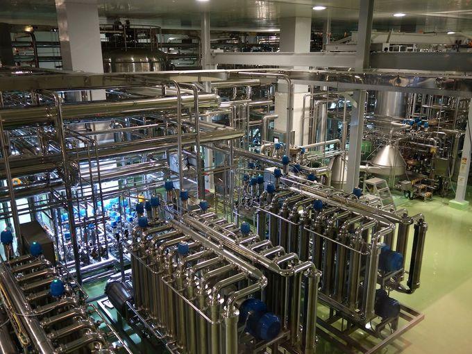 ビール工場は最新の設備で、とてもきれい