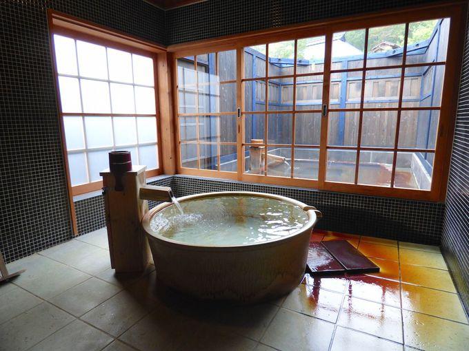 離れは温泉スペースが自慢、露天風呂付きは広くゆったり、夜の星をみて過ごしたい