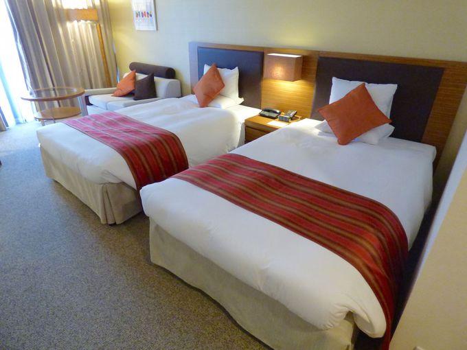 部屋は広めのリゾートホテルらしい落ち着いた空間