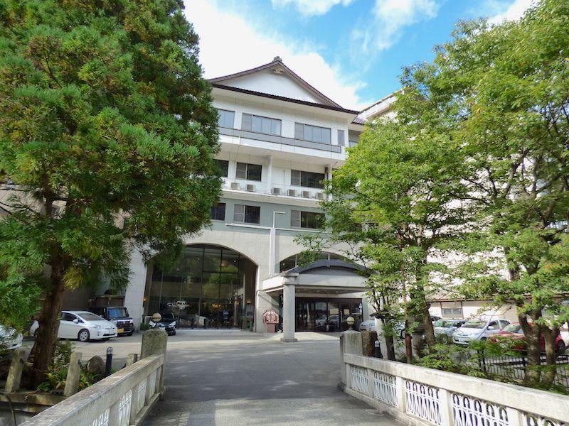 会津若松駅からバスで15分、アクセスの良さと泉質が自慢