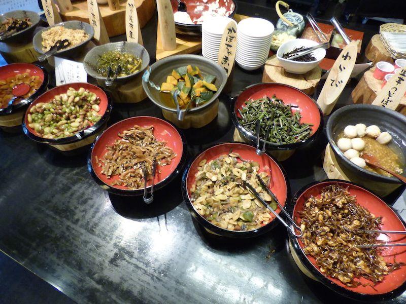 朝食の郷土料理ブッフェは都会では味わえない料理ばかり