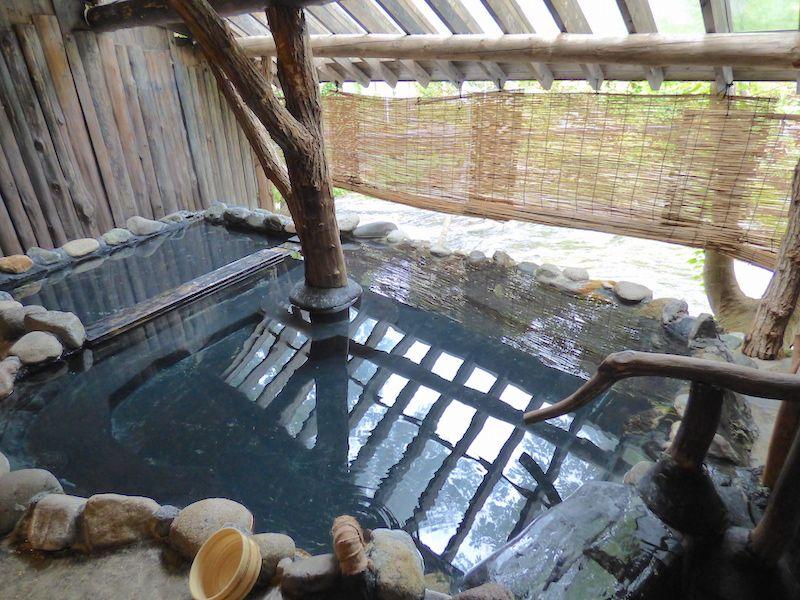 館内で湯巡りが楽しめる4種のお風呂は源泉掛け流し