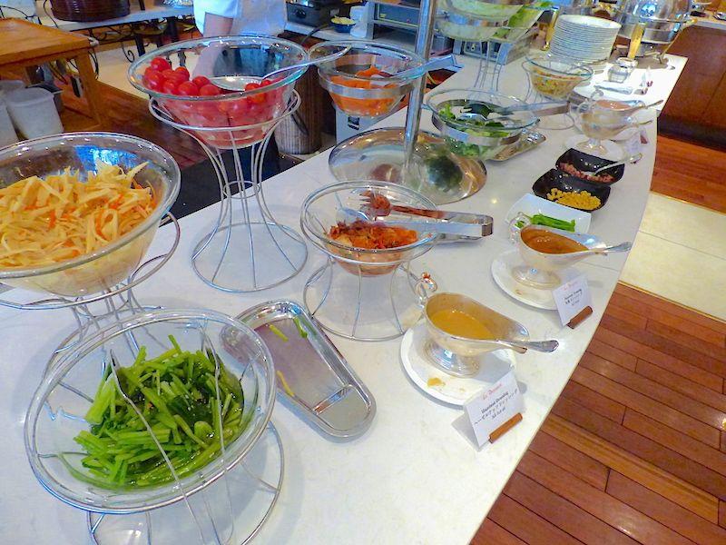 朝食ブッフェは和食と野菜のメニューがたっぷり!もちろんフォーも