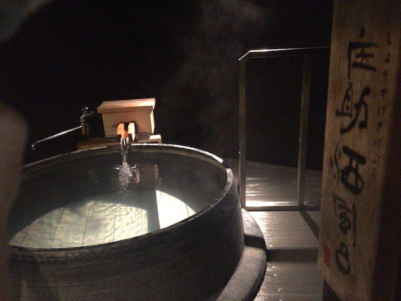 パワースポットを眺められる大浴場は自然を満喫できる限定スポット