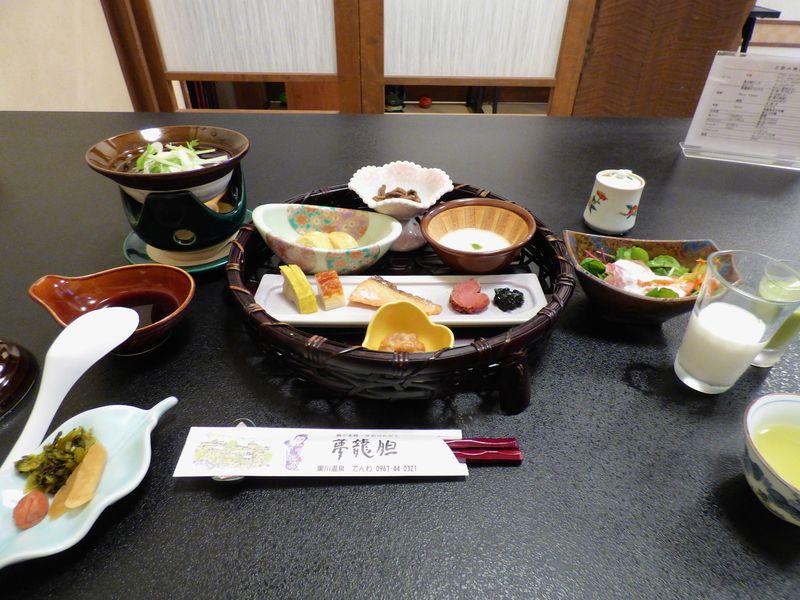 朝食はシンプルな御膳で、湯豆腐付きが嬉しい