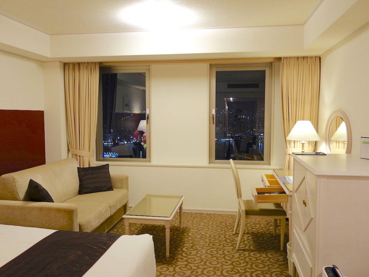 ホテル全体が白基調のブライダル仕様