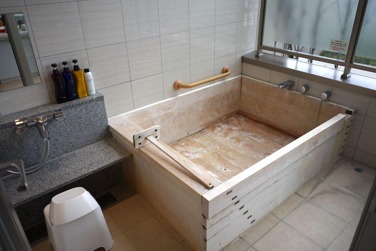 部屋の露天風呂と大浴場、貸切露天風呂を使い分けて温泉三昧