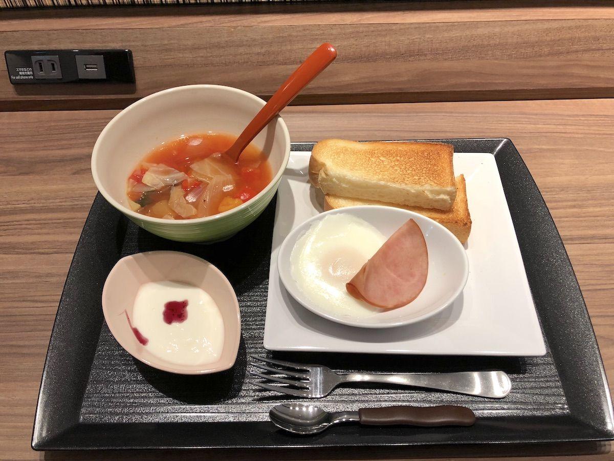 朝食は和食か洋食を選んでサーブされる方式を採用