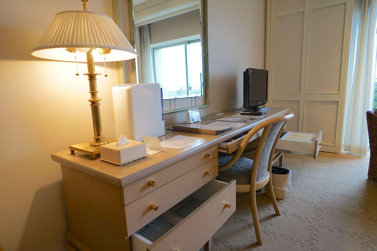 客室は海外インテリアデザイナーの手によるシンプル&モダンな作り