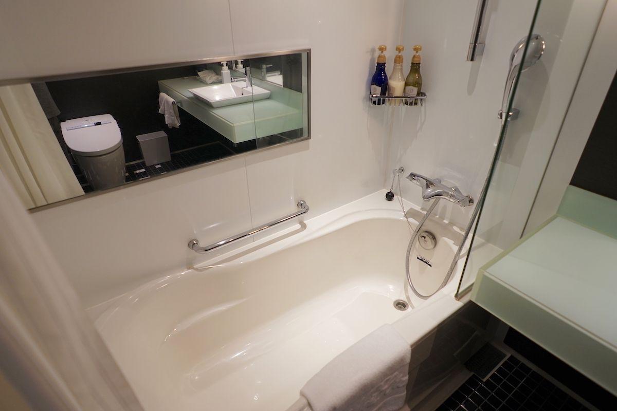 バスルームは洗練されたデザイン