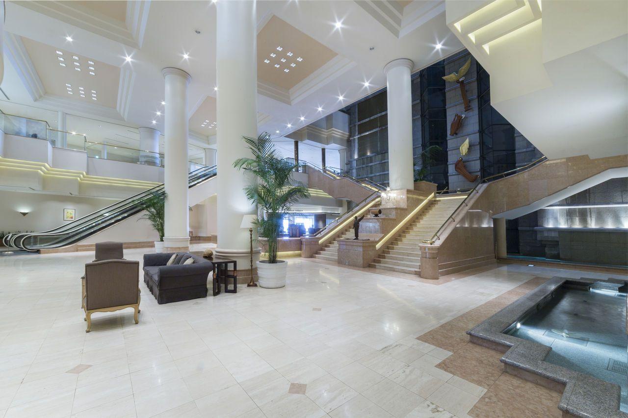 ホテル施設は充実、すぐ先にはショッピングモール