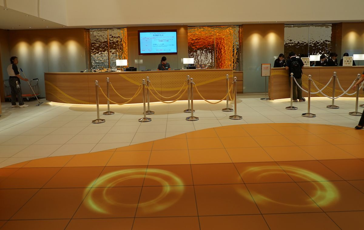 ホテルに入るといきなりユニバーサル・スタジオ・ジャパン(TM)空間に