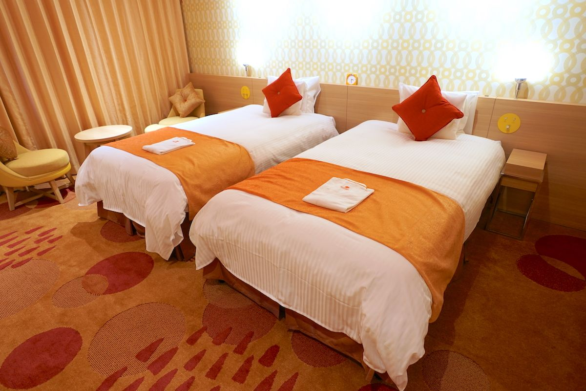 部屋にいるだけで元気になりそうなオレンジ基調の配色