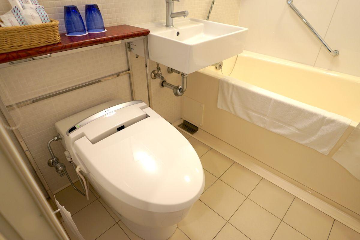 バスルームはユニットバス仕様だけど、どことなくオシャレ