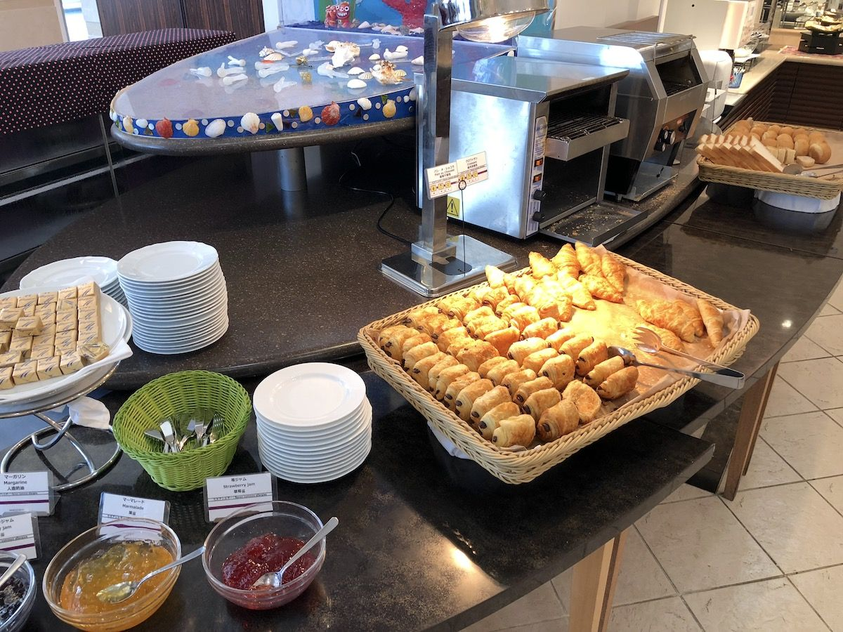 朝食は品揃え豊富で、パンがオススメ