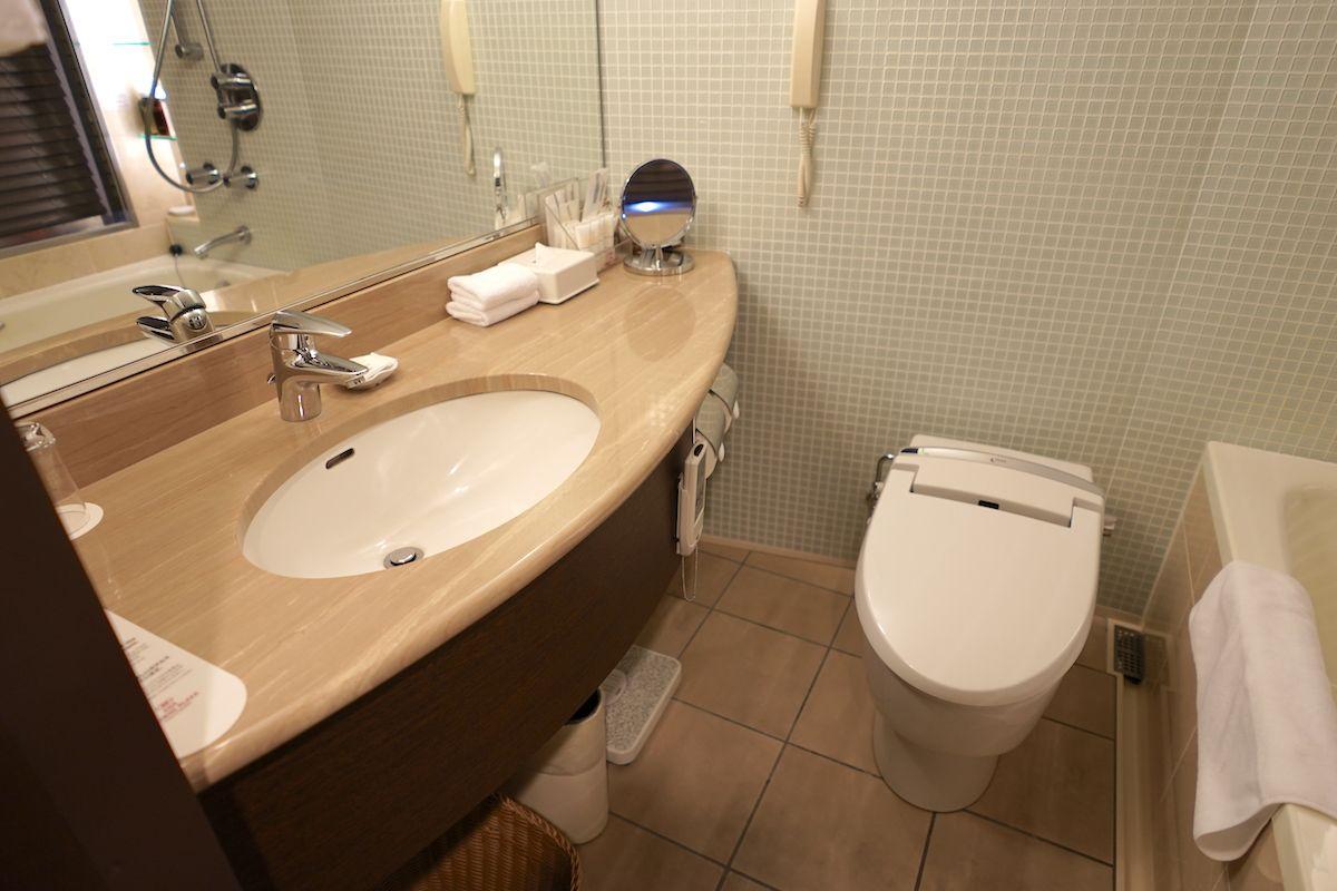 コンパクトなバスルームにも高級感が!