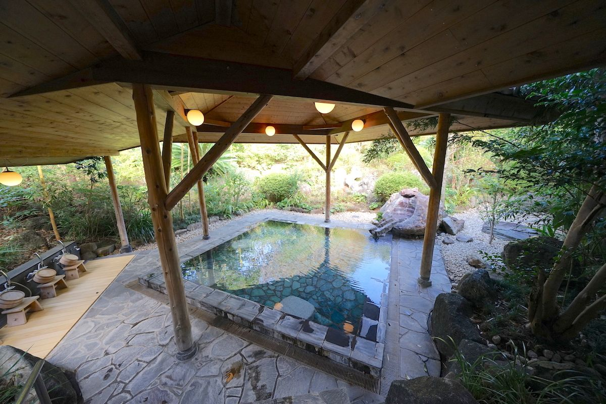 女子必見!インスタ映えリゾート天然温泉プールで美と癒しの時間