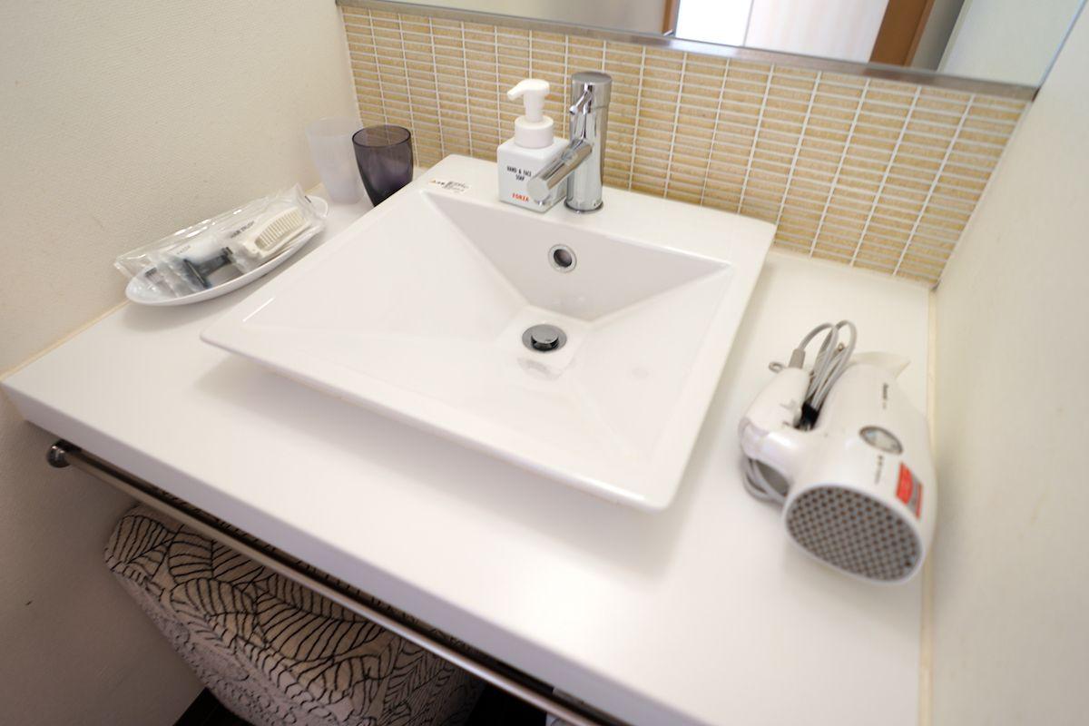 バスルームは洗い場付きでトイレ、洗面台も独立型