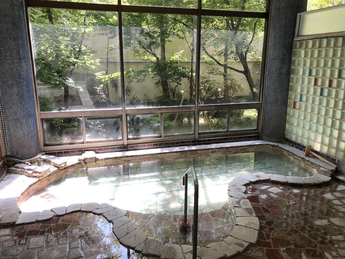 温泉は程よい大きさの中浴場が落ち着きます