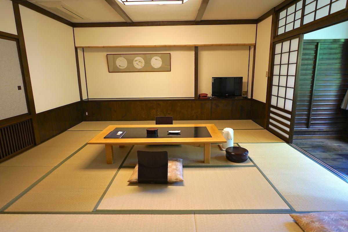 部屋は和風!回廊で囲まれているのが特長