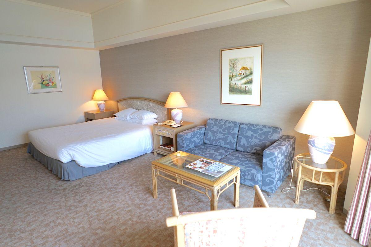湖畔を眺める部屋はリゾート感たっぷり