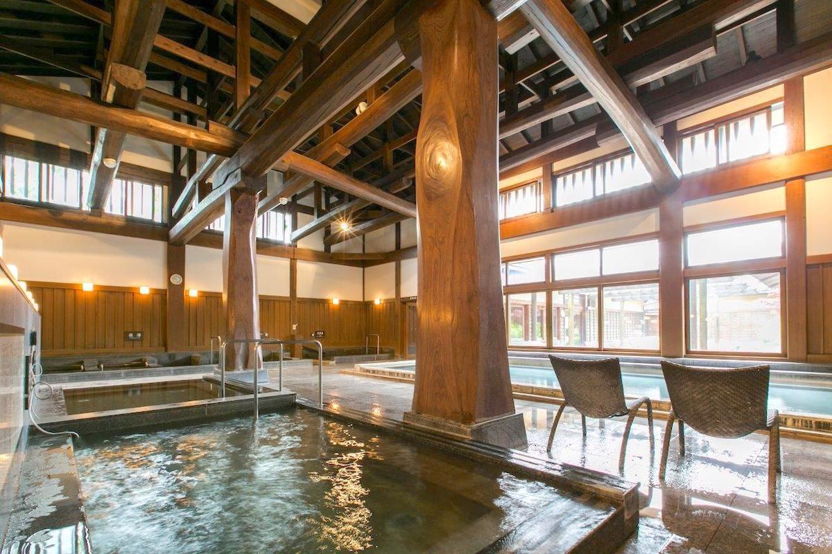 富士山の恵みを贅沢に!入館無料のふじやま温泉はマスト
