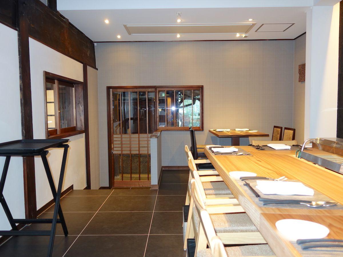 和朝食はまるで料亭のような空間でいただけます