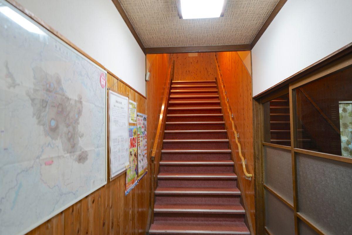 階段を上り、温泉へ